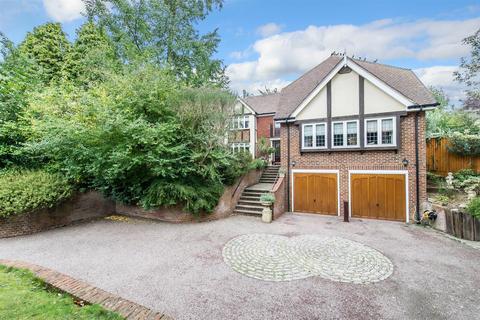 5 bedroom detached house for sale - Wells Close, Tonbridge