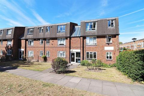 Studio to rent - Hanover Way, Bexleyheath