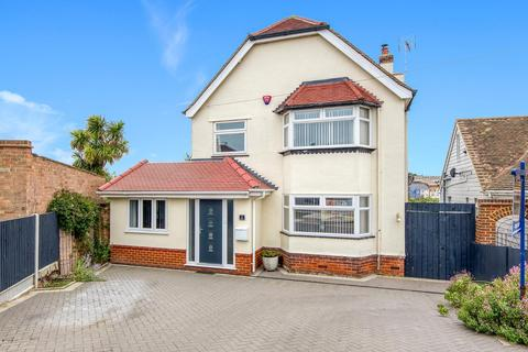 4 bedroom detached house for sale - Cumberland Avenue, Broadstairs