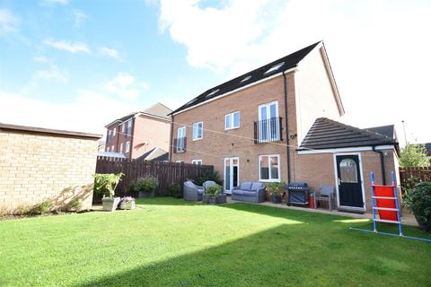 4 bedroom semi-detached house for sale - Fircrest Way, Wath-Upon-Dearne, Rotherham