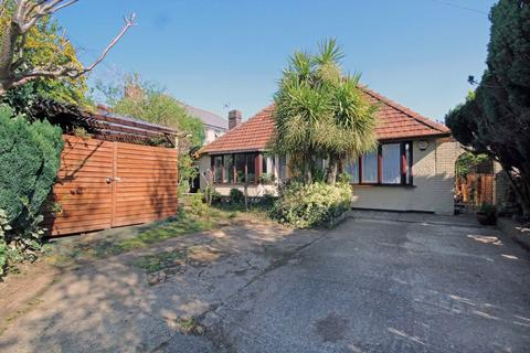 2 bedroom detached bungalow for sale - Heol Y Deri, Cardiff