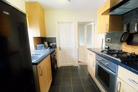 2 bedroom apartment for sale - The Oval, Walker, Newcastle Upon Tyne, NE6