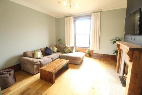 3 bedroom flat to rent - Irvine Place, Upper Flat, AB10
