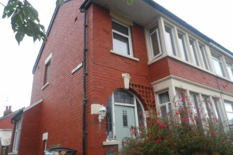 3 bedroom semi-detached house for sale - Kingscote Drive, Blackpool, FY3 8HB