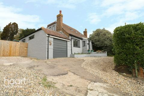 4 bedroom bungalow for sale - Abbey View Drive, Sheerness