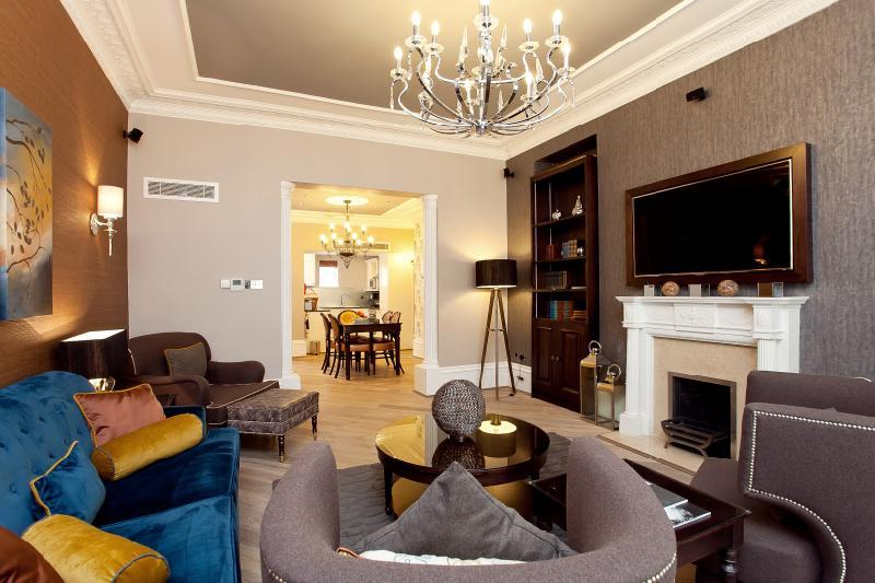 2 Bedrooms Flat for rent in Half Moon Street, London, W1J