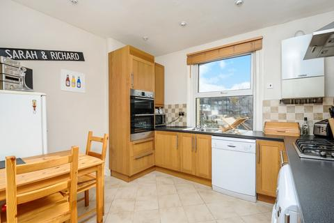 2 bedroom flat to rent - Hoyle Road London SW17