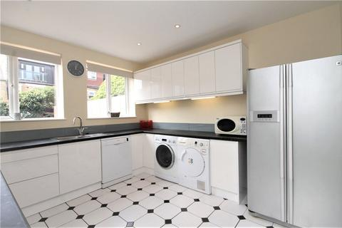 4 bedroom terraced house to rent - Pevensey Road, London, SW17