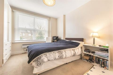 Studio to rent - Elms Crescent, SW4