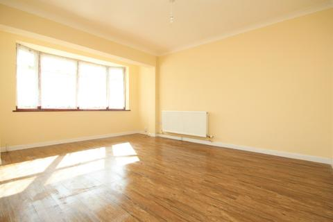 3 bedroom house to rent - Dewsbury Close, Romford, RM3