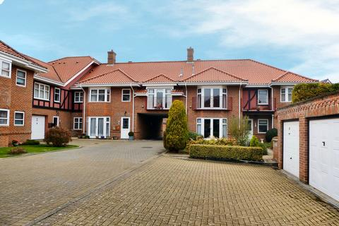 2 bedroom apartment for sale - Sutherland Court Gardens, Cromer