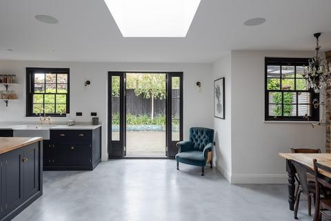 5 bedroom semi-detached house for sale - Kempshott Road, Streatham Common, London SW16