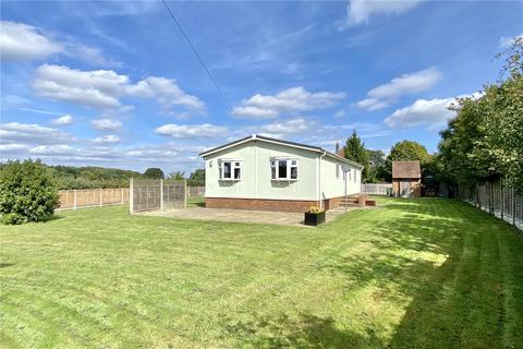 3 bedroom bungalow to rent - Broad Lane, Wooburn Green, High Wycombe, Buckinghamshire, HP10