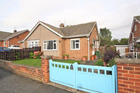 2 bedroom semi-detached bungalow for sale - Welldale Crescent, Fairfield, TS19 7HU