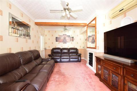 2 bedroom terraced house for sale - Bennetts Castle Lane, Dagenham, Essex