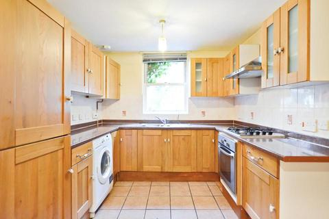 3 bedroom end of terrace house to rent - Kendal Close, London SW9