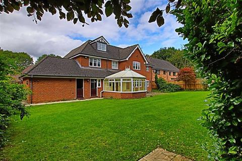 7 bedroom detached house to rent - Royal Gardens, Bowdon
