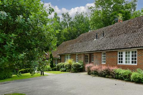 2 bedroom bungalow for sale - Mill Road, Holmwood, Dorking, RH5