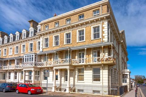 2 bedroom apartment for sale - Heene Terrace, Worthing