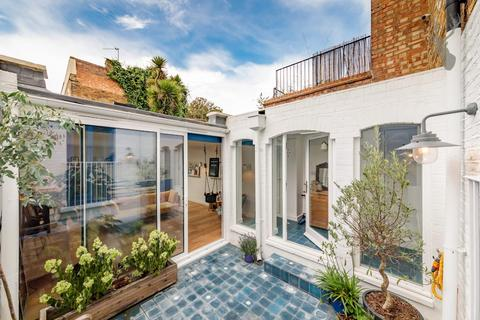 3 bedroom mews for sale - Athelstane Grove, London