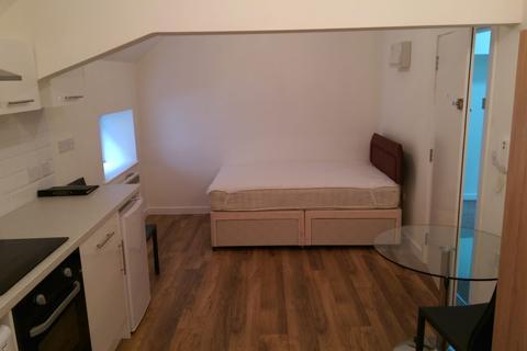 Studio to rent - High Street Nprth, Dunstable LU6