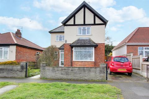 3 bedroom detached house - Southwood Avenue, Cottingham, HU16