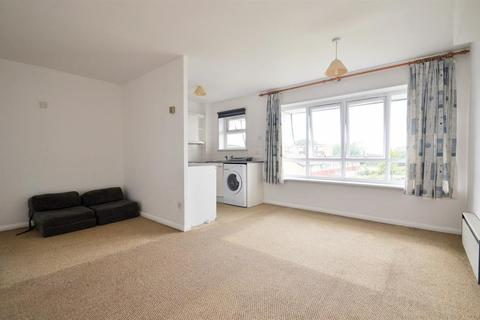 Studio for sale - Farrar Court, Stourton Avenue, Hanworth, TW13 6LD