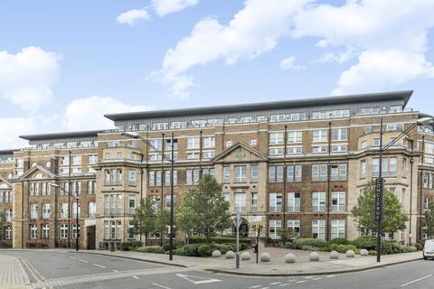 3 bedroom flat for sale - Cadogan Road London SE18