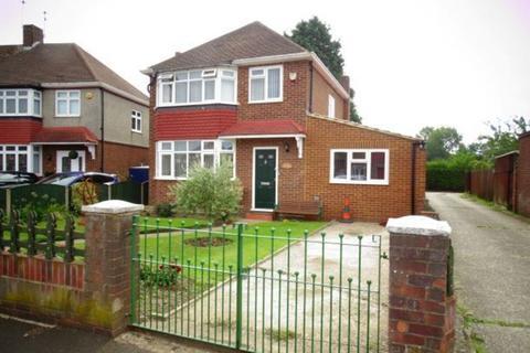 4 bedroom detached house for sale - Harvest Road, Feltham, TW13