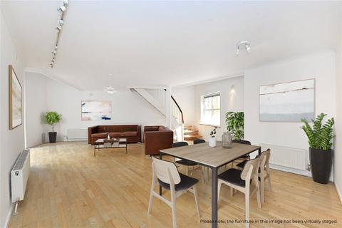 3 bedroom flat for sale - Queen of Denmark Court, London, SE16