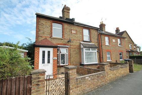 3 bedroom semi-detached house for sale - Wendover Road, Staines-Upon-Thames, TW18