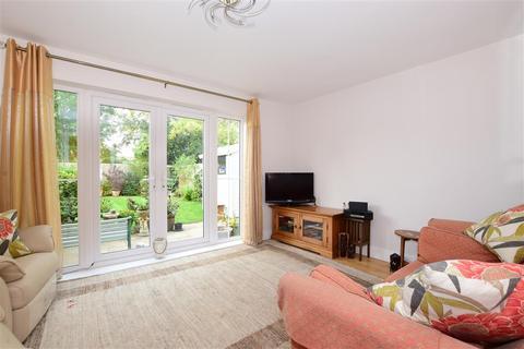 3 bedroom semi-detached house for sale - Violet Close, Bognor Regis, West Sussex