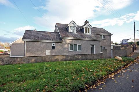 4 bedroom bungalow - Tan Y Buarth Estate, Bethel, Caernarfon, Gwynedd, LL55