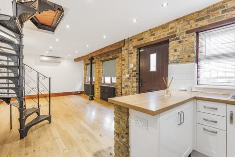 2 bedroom end of terrace house for sale - High Street Bromley BR1