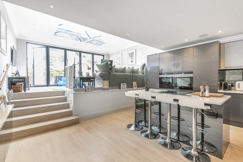 4 bedroom semi-detached house for sale - Madeira Avenue Bromley BR1