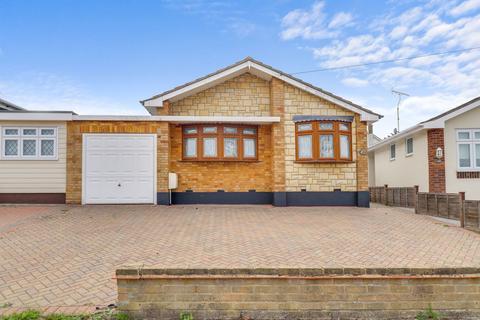 2 bedroom semi-detached bungalow for sale - Deerhurst, Thundersley