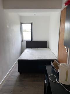 Studio to rent - Prior Deram Walk