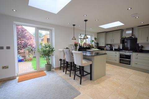 5 bedroom end of terrace house for sale - Hamilton Circle, Hamilton, Leicester