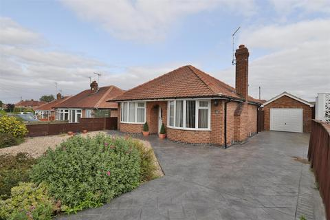 2 bedroom detached bungalow for sale - Heather Bank, York, YO10 3QH