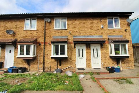 2 bedroom terraced house to rent - Overton Drive, Chadwell Heath, Essex RM6