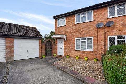 3 bedroom semi-detached house for sale - Menish Way, Chelmsford, CM2 6RT