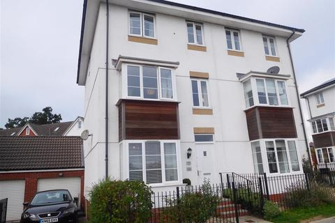 4 bedroom semi-detached house - Jack Sadler Way, Exeter
