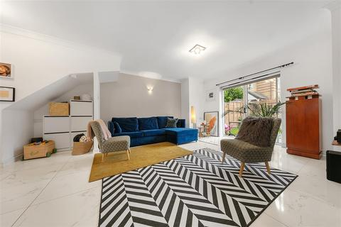 3 bedroom terraced house for sale - Wycliffe Road, SW11