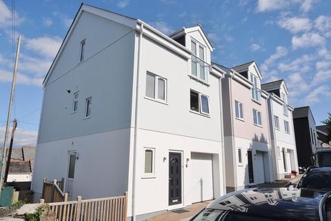 3 bedroom detached house for sale - Elwell Road, Saltash. Beautiful 3 Double Bedroom Family Home
