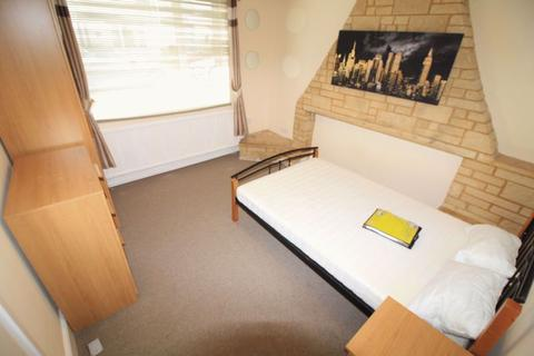 4 bedroom house share to rent - Fully furnished double room to rent, all bills included, Gorse Hill, Whiteman Street