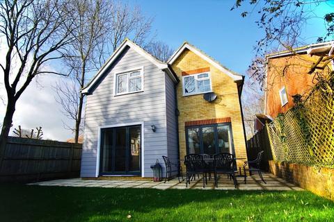 4 bedroom detached house to rent - Venetia Close, Emmer Green, Reading, RG4