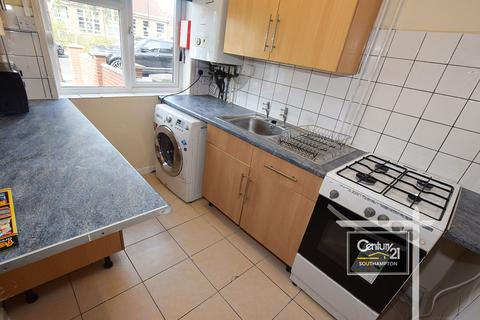 3 bedroom semi-detached house to rent - |Ref: 1817|, Honeysuckle Road, Southampton, SO16 3BW