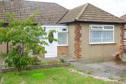 3 bedroom bungalow to rent - Louis Drive West