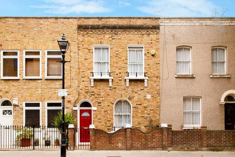 3 bedroom terraced house for sale - Cardigan Road, Bow, London