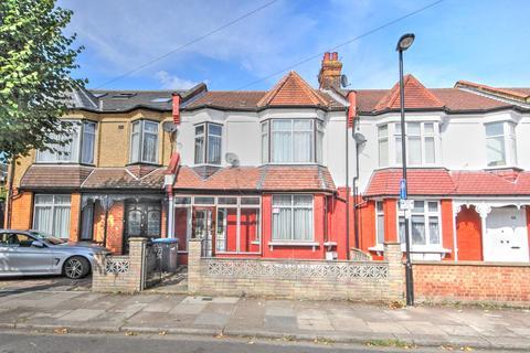 4 bedroom terraced house - Kelvin Avenue, London, N13